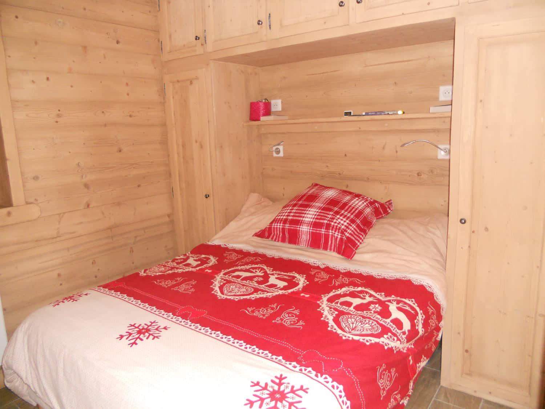 Chambre avec lit double confortable